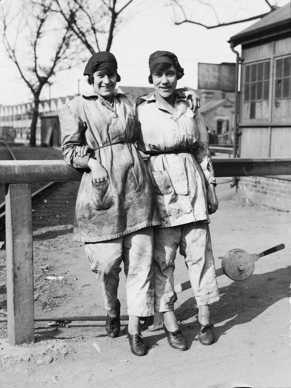 Two munitions workers at Woolwich Arsenal.